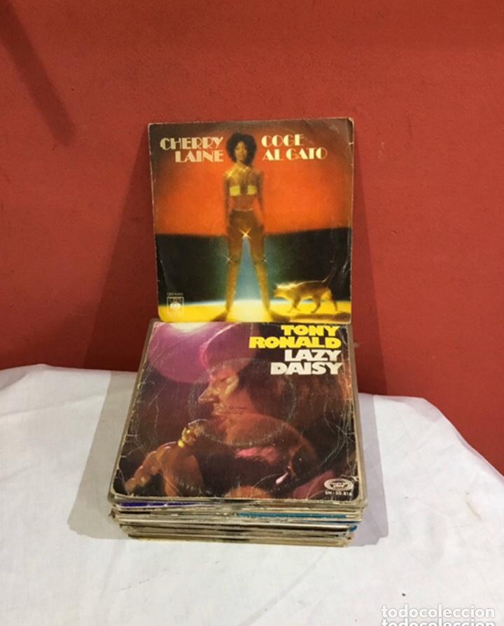 LOTE DE 45 DISCOS VINILOS ANTIGUOS. MÚSICA VARIADA - VER FOTOS (Música - Discos de Vinilo - Maxi Singles - Pop - Rock Internacional de los 70)