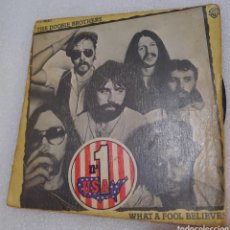 Discos de vinilo: THE DOOBIE BROTHERS - WHAT A FOOL BELIEVES. Lote 255536730