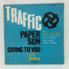 Discos de vinilo: SINGLE TRAFFIC PAPER SUN /GIVING TO YOU CON STEVIE WINWOOD EDITADO EN ESPAÑA FONTANA BUEN ESTADO. Lote 257621625