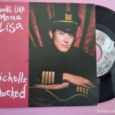 Discos de vinilo: MICHELLE SHOCKED - LOOKS LIKE MONA LISA / RUSSIAN ROULETTE (45 RPM) DRO 1990. Lote 257729210