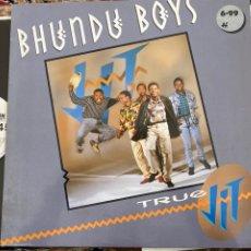 Discos de vinilo: BHUNDU BOYS - TRUE JIT (LP, ALBUM) (JIT FIVE, WEA) WX129, 242203-1 (1987/UK). Lote 258999155
