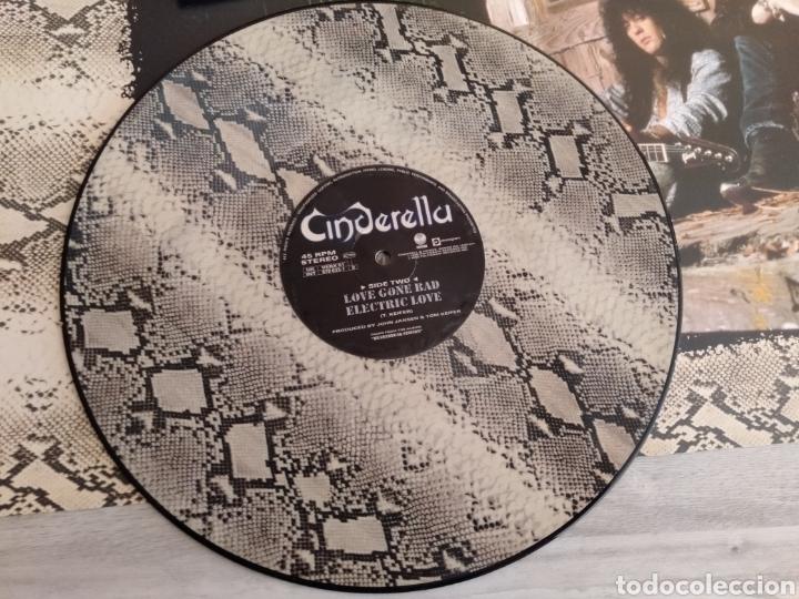 "Discos de vinilo: Cinderella ""Shelter Me"". Maxi Single Límited Edition Snakeskin Coloured Vinyl. Edición UK. 1990. - Foto 6 - 260365445"