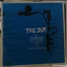 Discos de vinilo: THE JAM - JUST WHO IS THE 50 O'CLOCK HERO + 2 - EP POLYDOR 1982 -PORTADA CON USO-MUY RARO. Lote 260802420