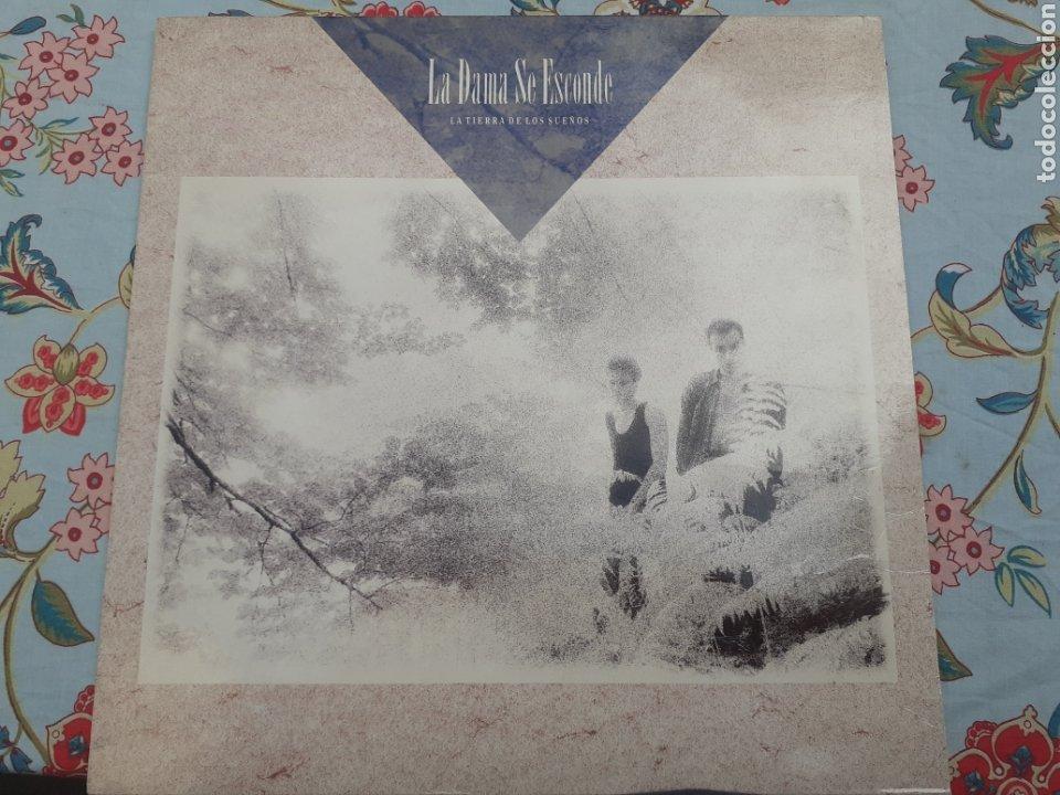 LP LA DAMA SE ESCONDE LA TIERRA DE LOS SUEÑOS (Música - Discos - LP Vinilo - Grupos Españoles de los 90 a la actualidad)