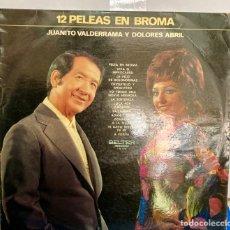 Discos de vinilo: DISCO DE VINILO LP , 12 PELEAS DE BROMA DE JUANITO VALDERRAMA Y DOLORES ABRIL. Lote 261787100