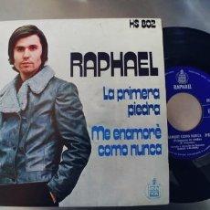 Discos de vinilo: RAPHAEL-SINGLE LA PRIMERA PIEDRA-NUEVO. Lote 262009550