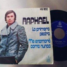 Discos de vinilo: RAPHAEL-SINGLE LA PRIMERA PIEDRA. Lote 262009800