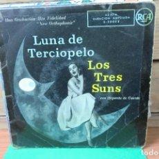 Discos de vinilo: SINGLE LUNA DE TERCIOPELO / LOS TRES SUNS CON ORQUESTA DE CUERDA. Lote 262240705