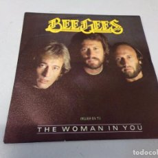 Discos de vinilo: BEE GEES– THE WOMAN IN YOU 1983. Lote 262446330