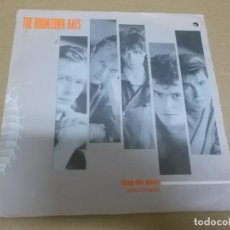 Discos de vinilo: THE BOOMTOWN RATS (SINGLE) DRAG ME DOWN AÑO 1984. Lote 262450030