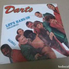 Discos de vinilo: THE DARTS (SINGLE) LET'S HANG ON AÑO 1980 - PROMOCIONAL. Lote 262643980