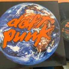 Discos de vinilo: DAFT PUNK (AROUND THE WORLD) MAXI 1997 (B-28). Lote 262814240