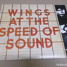 Discos de vinilo: PAUL MCCARTNEY & WINGS (LP) AT THE SPEED OF SOUND AÑO 1976 - ENCARTE CON FOTOS. Lote 262814765