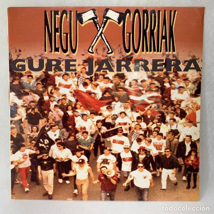 LP - VINILO NEGU GORRIAK - GURE JARRERA + LIBRETO CON LETRAS - ESPAÑA - AÑO 1991 (Música - Discos - LP Vinilo - Grupos Españoles de los 90 a la actualidad)