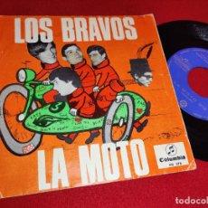 Discos de vinilo: LOS BRAVOS LA MOTO/LA PRIMERA AMISTAD 7'' SINGLE 1966 COLUMBIA GALLETA AZUL OSCURO. Lote 262932040
