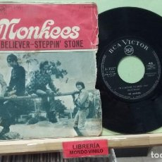 Discos de vinilo: THE MONKEES. I'M A BELIEVER / STEPPIN' STONE. RCA 1967. REF. 3-10207 - SINGLE. Lote 262997285