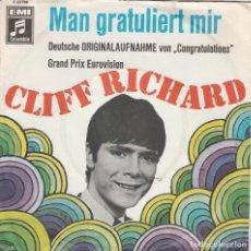Discos de vinilo: 45 GIRI CLIFF RICHARD MAN GRATULIERT MIR /DUTSCHE VERSION OF FRAND PRIX EUROVIISON CONGATULATIONS E. Lote 263001005
