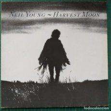 Discos de vinilo: NEIL YOUNG - HARVEST MOON (LP, ALBUM) (REPRISE RECORDS) (1992/DE). Lote 263197675