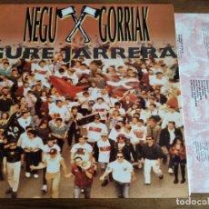Discos de vinilo: NEGU GORRIAK - GURE JARRERA ***** RARO LP CON EL INSERT 1991 BUEN ESTADO KORTATU. Lote 263204235