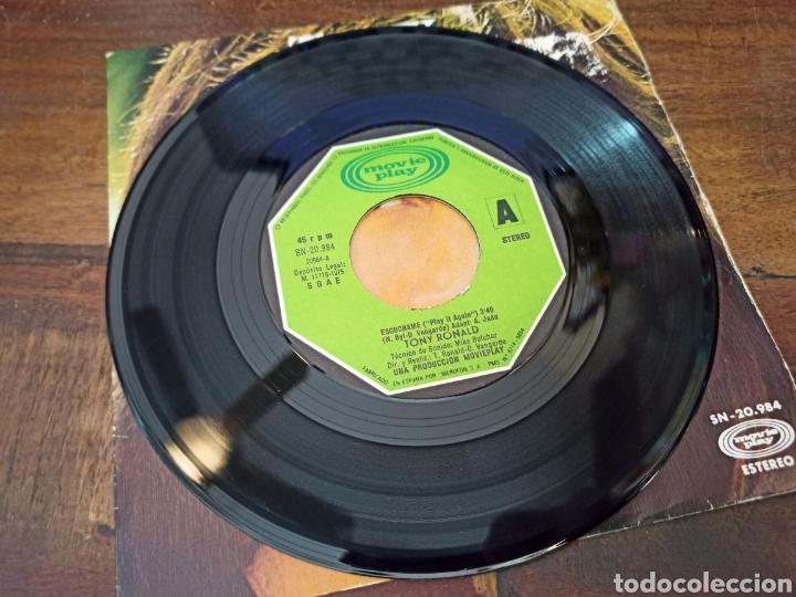 Discos de vinilo: ESCUCHAME (PLAY IT AGAIN). TONY RONALD. MOVIE PLAY. MADRID, 1975. SN-20984 - Foto 3 - 263272710