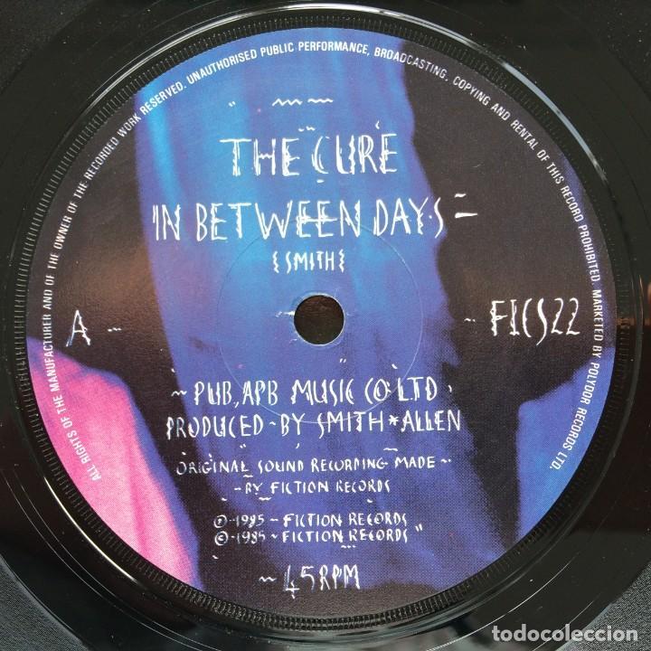 Discos de vinilo: The Cure – In Between Days / The Exploding Boy UK,1985 Fiction - Foto 3 - 263239790