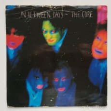 Discos de vinilo: THE CURE – IN BETWEEN DAYS / THE EXPLODING BOY UK,1985 FICTION. Lote 263239790