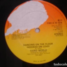 Discos de vinilo: THIRD WORLD ‎ DANCING ON THE FLOOR (HOOKED ON LOVE). Lote 263761390
