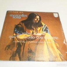 Discos de vinilo: SINGLE MERCEDES SOSA. VOLVER A LOS 17. QUÉ HE SACADO CON QUERERTE. PHILIPS 1975 SPAIN (BUEN ESTADO). Lote 263805540