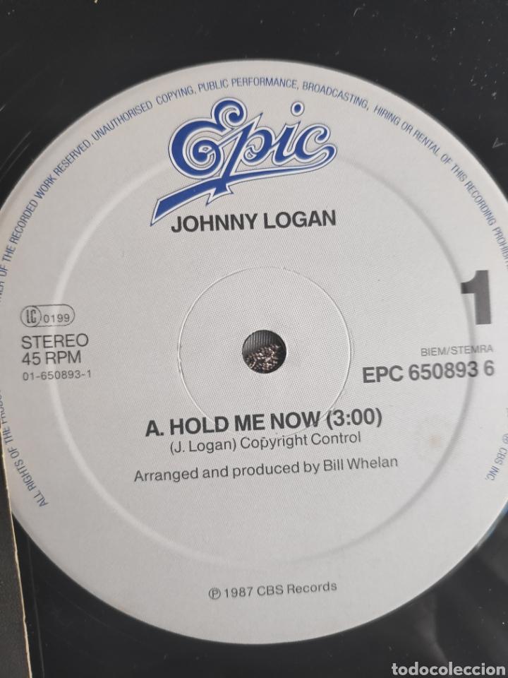 Discos de vinilo: Vinilo Maxisingle - 12 - Eurovision - Johnny Logan - Hold me now + Whats another year - Foto 3 - 263933285