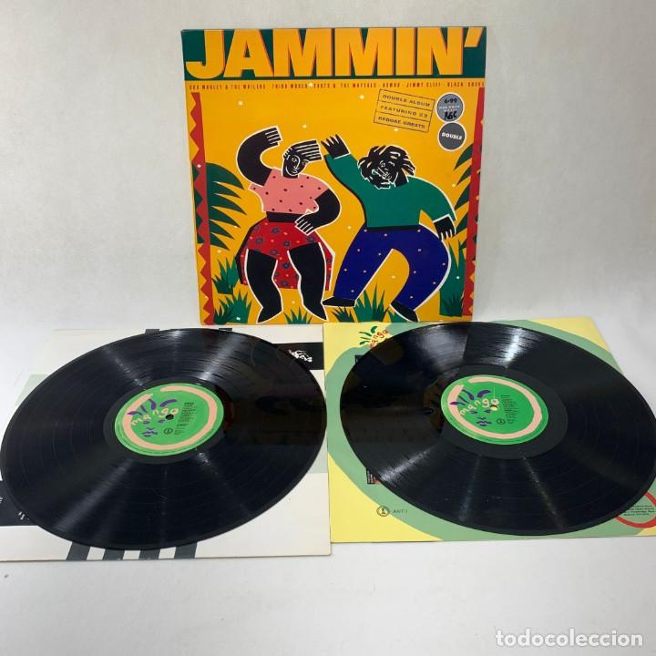 Discos de vinilo: LP - VINILO JAMMIN - BOB MARLEY / THIRD WORLD / ASWAD / JIMMY CLIFF - DOBLE LP - UK - AÑO 1989 - Foto 2 - 264231276