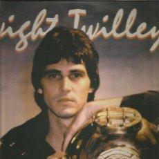 Discos de vinilo: DWIGHT TWILLEY BETWEEN CRACKS 1. Lote 266086468