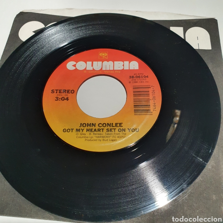 Discos de vinilo: John Conlee - Got My Heart Set On You / YouVe Got A Right, Columbia 1986. - Foto 2 - 266754243