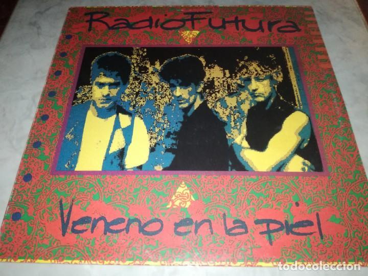 RADIO FUTURA-VENENO EN LA PIEL-CONTIENE ENCARTE (Música - Discos - LP Vinilo - Grupos Españoles de los 70 y 80)