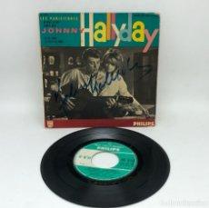 Discos de vinilo: EP JOHNNY HALLYDAY CON AUTOGRAFO DEL CANTANTE / RETIENS LA NUIT/SAM DI SOIR/ETC VER FOTOS. Lote 266856134