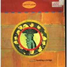 Discos de vinilo: LATITUDE - BUILDING A BRIDGE - MAXI SINGLE 1993 - ED. UK. Lote 268841024