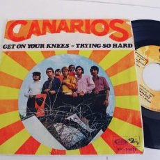 Disques de vinyle: CANARIOS-SINGLE GET ON YOUR KNEES. Lote 268861254