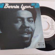 Discos de vinilo: BERNIE LYON / CODICIA DEL ORO / SINGLE PROMO - BARCLAY-1980 / MBC. ***/***. Lote 268880534