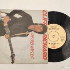 "Discos de vinilo: VINILO DE 7 PULGADAS DE CLIFF RICHARD QUE CONTIENE ""UNDER THE INFLUENCE"" Y ""THE ONLY WAY OUT"". DISCO. Lote 269398103"