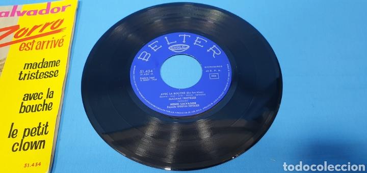 Discos de vinilo: LOTE DE 2 VINILOS DE HENRI SALVADOR - ZORRO EST ARRIVÉ / EL MARCIANO 1964 - Foto 4 - 269638173