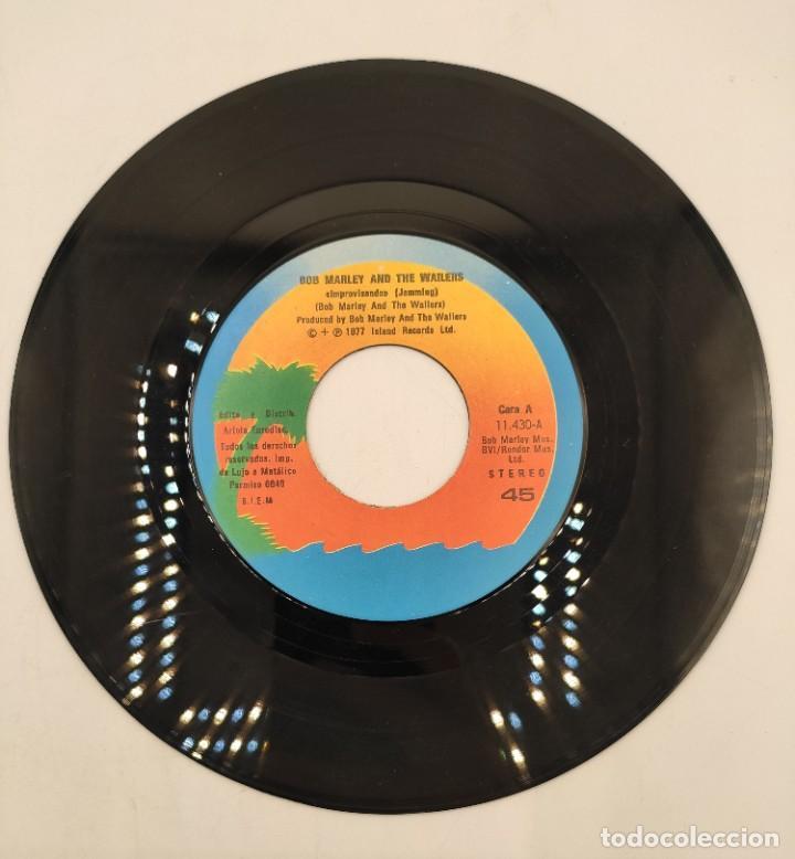 """Discos de vinilo: Vinilos de 7 pulgadas de Bob Marley que contienen """" improvisando"""", """"punky reggae party""""... - Foto 5 - 269649083"""
