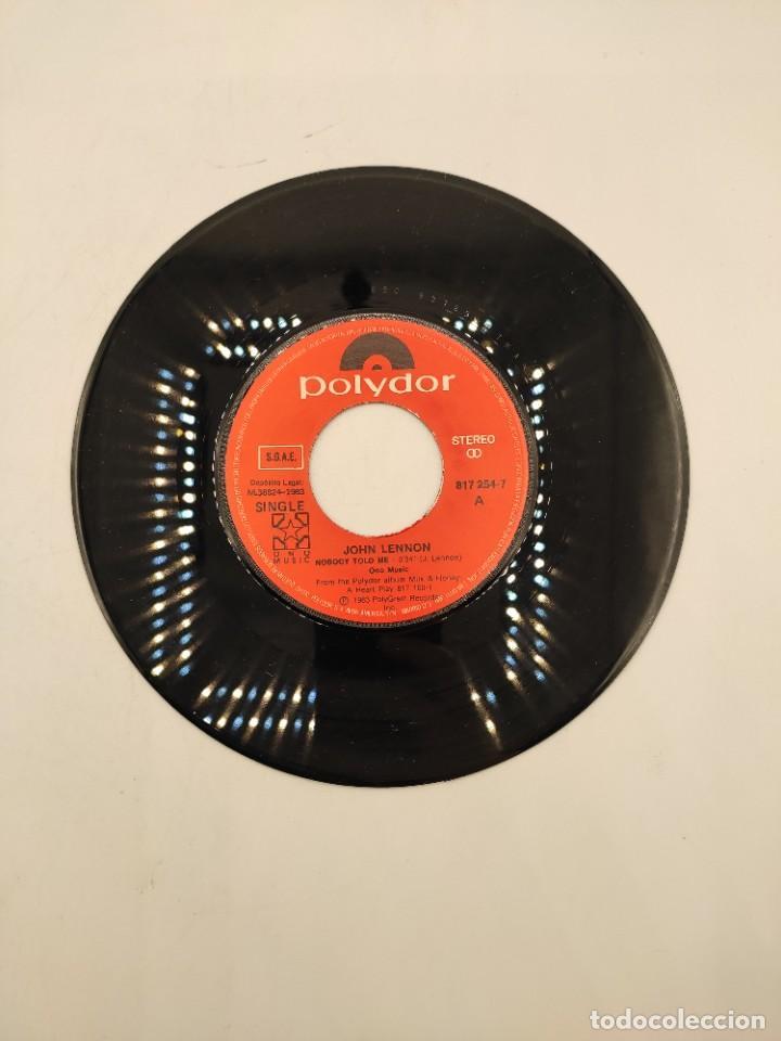 """Discos de vinilo: Vinilo de 7 pulgadas de John Lennon y Yoko Ono que contiene """"nobody told me"""" y """"osanity"""" ... - Foto 4 - 269649423"""