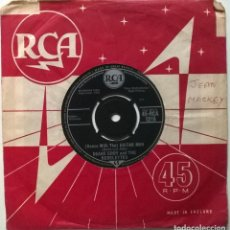 Discos de vinilo: DUANE EDDY & THE REBELS. STRETCHIN' OUT/ (DANCE WITH THE) GUITAR MAN. RCA, UK 1962 SINGLE. Lote 269980413