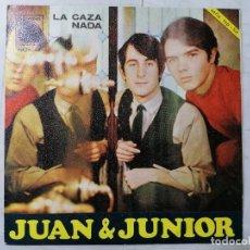 Discos de vinilo: DISCO SINGLE, JUAN Y JUNIOR - LA CAZA Y NADA, 1967, NOVOLA. Lote 270137403