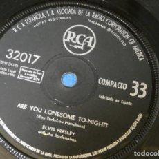 Discos de vinilo: DISCO 7 PULGADAS ELVIS PRESLEY ARE YOU LONESOME TONGITHT I GOTTA KNOW RCA 32017 SPAIN 1960 SIN TAPA. Lote 270409808
