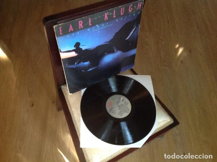 Discos de vinilo: EARL KLUGH - LATE NIGHT GUITAR / GUITARRA DE MADRUGADA - LP LIBERTY 1981 SPAIN - Foto 2 - 270523913