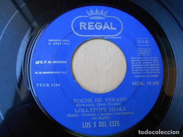 Discos de vinilo: 5 DEL ESTE, LOS, EP, NOCHE DE VERANO + 3, AÑO 1965 - Foto 3 - 270883078