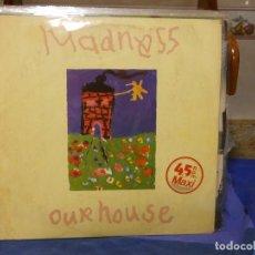 Disques de vinyle: HISTORICO MAXI SINGLE MADNESS OUR HOUSE 1983 VINILO BUEN ESTADO THE YOUNG ONES. Lote 270984408