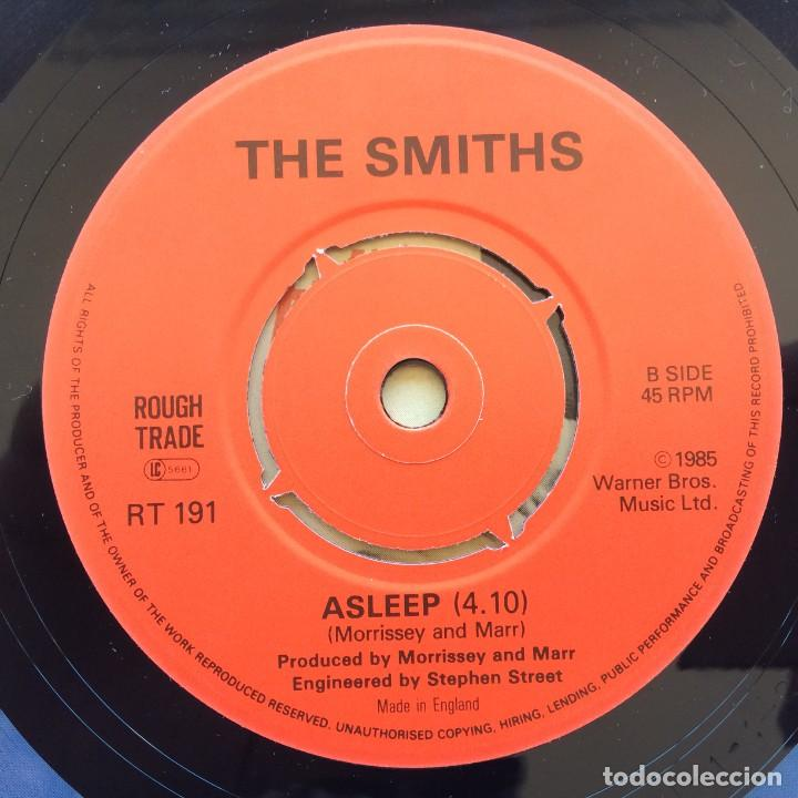 Discos de vinilo: The Smiths – The Boy With The Thorn In His Side / Asleep UK 1985 - Foto 4 - 222834248