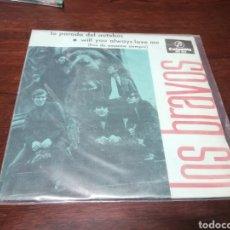 Discos de vinilo: SINGLE LOS BRAVOS LA PARADA DEL AUTOBUS MUY BONTIO BUEN ESTADO Y CON TRICENTRO 1967. Lote 271698698