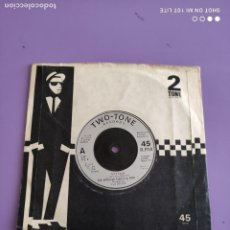 Discos de vinilo: GENIAL SINGLE SKA. THE SPECIALS. A MESSAGE TO YOU RUDY/NIGHT KLUB. 2 ZONE RECORDS CHS TT5.UK. 1979. Lote 272077453